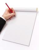 Schreiben mit einem Bleistift auf Anmerkungen eines Blockes Stockfotos