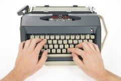 Schreiben mit Schreibmaschine Lizenzfreie Stockfotografie