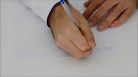 Schreiben Sie auf Papier stock video
