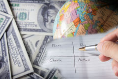 Schreiben Sie einen Plan zum Erfolgsgeschäft. lizenzfreie stockfotografie
