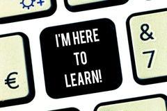 Schreiben von Anmerkungsvertretung I M Here To Learn Geschäftsfoto Präsentationsschulbesuch, der nach Wissensausbildung sucht lizenzfreies stockbild