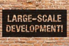 Schreiben von Entwicklung Anmerkungsvertretung großen Umfangs Die Geschäftsfotopräsentation entwickeln sich auf einer umfangreich stockbild