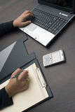 Schreibende und schreibende Hände Lizenzfreies Stockbild