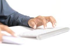 Schreibenhände auf Tastatur lizenzfreies stockbild