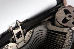 Schreibennachrichten der Schreibmaschine, Winkelsicht Stockfotos