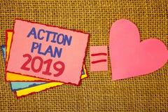 Schreibensanmerkung, die Aktionsplan 2019 zeigt Geschäftsfoto Präsentationsherausforderungs-Ideen-Ziele, damit neues Jahr-Motivat Stockfoto