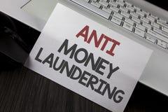 Schreibensanmerkung, die Anti-Monay Laundring zeigt Das Präsentationsc$hereinkommen des Geschäftsfotos projektiert, weg schmutzig lizenzfreie stockfotos