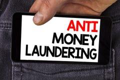 Schreibensanmerkung, die Anti-Monay Laundring zeigt Das Präsentationsc$hereinkommen des Geschäftsfotos projektiert, weg schmutzig lizenzfreies stockfoto