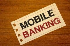Schreibensanmerkung, die bewegliches Bankwesen zeigt Das Geschäftsfoto, das on-line-Geld-Zahlungs-und Geschäfts-virtuelle Bank zu stockfoto