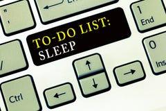 Schreibensanmerkung, die darstellt, um Listen-Schlaf zu tun Das Geschäftsfoto, welches die Sachen, zum erfolgter Prioritätsgegens stockbilder
