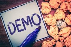Schreibensanmerkung, die Demo zeigt Geschäftsfoto Präsentationsdemonstration von den Techniken und von Fähigkeiten eines Produkte lizenzfreies stockfoto