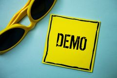 Schreibensanmerkung, die Demo zeigt Geschäftsfoto zur Schau stellende Probe-Beta Version Free Test Sample-Vorschau von etwas Prot lizenzfreies stockfoto