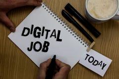 Schreibensanmerkung, die Digital-Job zeigt Die Geschäftsfotopräsentation werden die Aufgabe bezahlt, die durch Internet und Perso lizenzfreies stockfoto