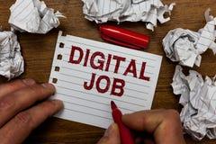 Schreibensanmerkung, die Digital-Job zeigt Die Geschäftsfotopräsentation werden die Aufgabe bezahlt, die durch Internet und Perso stockbild