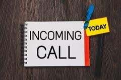 Schreibensanmerkung, die eingehenden Anruf zeigt Geschäftsfoto, das empfangenes offenes Inlandsnotizbuch Anrufer Identifikations- lizenzfreie stockfotografie
