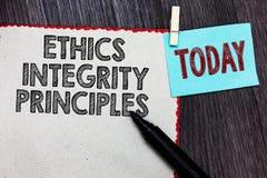 Schreibensanmerkung, die Ethik-Integritäts-Prinzipien zeigt Präsentationsqualität des Geschäftsfotos des Seins ehrlich und des Ha stockfotografie