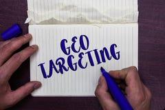 Schreibensanmerkung, die Geo-Anvisieren zeigt Das Geschäftsfoto, das Digital-Anzeigen-Ansicht-IP address Adwords zur Schau stellt lizenzfreies stockbild