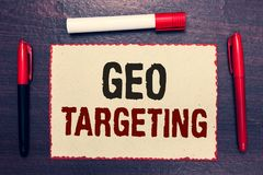 Schreibensanmerkung, die Geo-Anvisieren zeigt Geschäftsfoto, das Digital-Anzeigen-Ansicht-IP address Adwords-Kampagnen-Standort o stockfotografie