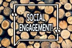Schreibensanmerkung, die gesellschaftliche Verpflichtung zeigt Präsentationsposten des Geschäftsfotos erhält hohe Reichweite Glei stockfotos