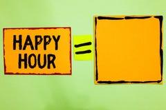 Schreibensanmerkung, die glückliche Stunde zeigt Geschäftsfoto, das Zeit für Tätigkeiten verbringend zur Schau stellt, die Sie or stockfotografie