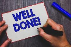Schreibensanmerkung, die gut getan darstellt Präsentations, person des Geschäftsfotos sagend, dass er seine Aufgabe oder Job in d lizenzfreie stockbilder
