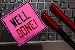 Schreibensanmerkung, die gut getan darstellt Präsentations, person des Geschäftsfotos sagend, dass er seine Aufgabe oder Job im p stockfotografie
