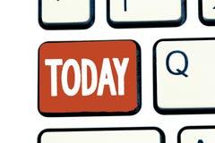 Schreibensanmerkung, die heute darstellt Geschäftsfoto, das diese anwesende Tagaktuelle periode der Zeit auf Kalender nahe bei zu lizenzfreie stockfotos