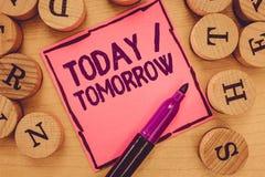Schreibensanmerkung, die heute morgen darstellt Geschäftsfotopräsentation, was jetzt geschieht und was die Zukunft holt stockbild