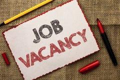 Schreibensanmerkung, die Job Vacancy zeigt Geschäftsfoto Präsentationsarbeits-Karriere-freie Positions-Einstellungsbeschäftigungs lizenzfreies stockbild