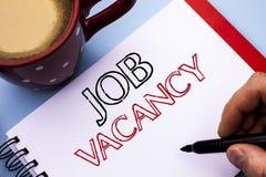 Schreibensanmerkung, die Job Vacancy zeigt Geschäftsfoto Präsentationsarbeits-Karriere-freie Positions-Einstellungsbeschäftigungs stockbild