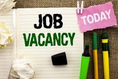 Schreibensanmerkung, die Job Vacancy zeigt Geschäftsfoto Präsentationsarbeits-Karriere-freie Positions-Einstellungsbeschäftigungs lizenzfreie stockfotos