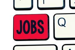 Schreibensanmerkung, die Jobs zeigt Zur Schau stellende zahlende Position des Geschäftsfotos der Aufgabe der festen Anstellung un stockfoto