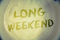 Schreibensanmerkung, die langes Wochenende zeigt Geschäftsfotos, die kurze Ferien Ferienzeit entspannende Erholung timeIdeas Mitt lizenzfreies stockfoto