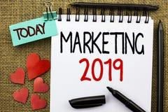 Schreibensanmerkung, die Marketing 2019 zeigt Geschäftsfoto, welches die neues Jahr-Markt-Strategie-Neustart-Werbe-Ideen schriftl Stockbild