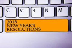 Schreibensanmerkung, die 2018 neues Jahr \ 's-Beschlüsse zeigt Geschäftsfoto Präsentationsliste von den Zielen oder von Zielen, z Stockfotos