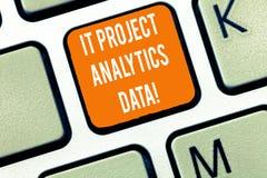 Schreibensanmerkung, die IT-Projekt Analytics-Daten zeigt Moderne Anwendungen der Geschäftsfoto Präsentationsinformationstechnolo lizenzfreie stockfotos