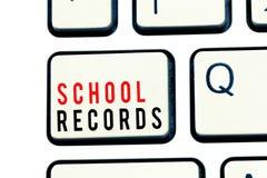 Schreibensanmerkung, die Schulaufzeichnungen zeigt Geschäftsfoto Präsentationsinformationen, die über eine Kindin der schule Biog lizenzfreie stockbilder