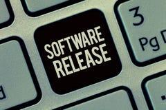 Schreibensanmerkung, die Software-Ausgabe zeigt Präsentationssumme des Geschäftsfotos Entwicklungsstufen und Reife für Programm lizenzfreie stockfotos