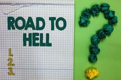 Schreibensanmerkung, die Straße zur Hölle zeigt Geschäftsfoto, das dunkles riskantes unsicheres notebo Quadrat Reise des extrem g lizenzfreies stockfoto