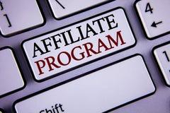 Schreibensanmerkung, die Teilnehmer-Programm zeigt SOFTWARE-Linklieder apps Bücher des Geschäftsfotos verkaufen Präsentationsund  lizenzfreies stockbild