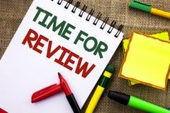 Schreibensanmerkung, die Zeit für Bericht zeigt Geschäftsfoto Präsentationsbewertungs-Feedback-Moment-Leistung Rate Assess an ges stockfotos
