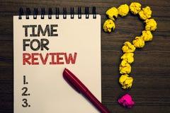 Schreibensanmerkung, die Zeit für Bericht zeigt Geschäftsfoto Präsentationsbewertungs-Feedback-Moment-Leistung Rate Assess geschr stockfoto