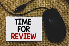 Schreibensanmerkung, die Zeit für Bericht zeigt Geschäftsfoto Präsentationsbewertungs-Feedback-Moment-Leistungs-Rate Assess Tradi lizenzfreie stockfotografie