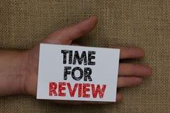 Schreibensanmerkung, die Zeit für Bericht zeigt Geschäftsfoto Präsentationsbewertungs-Feedback-Moment-Leistungs-Rate Assess Human lizenzfreie stockfotografie