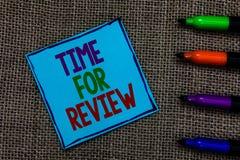 Schreibensanmerkung, die Zeit für Bericht zeigt Geschäftsfoto Präsentationsbewertungs-Feedback-Moment-Leistungs-Rate Assess Blue- stockbild