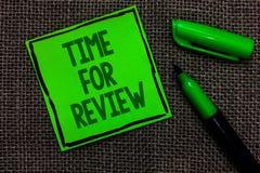 Schreibensanmerkung, die Zeit für Bericht zeigt Geschäftsfoto zeichnete Präsentationsbewertungs-Feedback-Moment-Leistung Rate Ass stockfotos