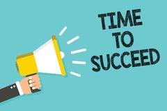 Schreibensanmerkung, die Zeit zeigt zu folgen Das Geschäftsfoto, das Thriumph-Gelegenheit Erfolgs-Leistung zur Schau stellt, erzi lizenzfreie abbildung