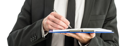 Schreibensanmerkungen über Papier im Klemmbrettordner Stockbild