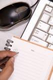 Schreibensanmerkungen vom Laptop Stockbild