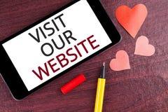 Schreibensanmerkungs-Vertretung Besuch unsere Website Geschäftsfoto Präsentationseinladungs-Uhrwebseite Link zu homepage-Blog-Int Lizenzfreies Stockbild